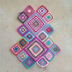 crochet granny squares, crochetbug, crochet purse, flamingo palette, crochet purse