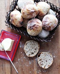 Nemme surdejs-boller Bread Cake, Fika, Baked Goods, Spices, Baking, Breakfast, Recipes, Basket, Drink