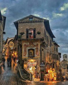 Assisi 📷 via : ig_italia Italy Map, Italy Travel, Places To Travel, Places To See, Wonderful Places, Beautiful Places, Umbria Italy, Visit Italy, Michelangelo