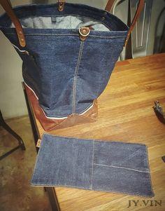 청바지리폼 북 데님 숄더백 : 네이버 블로그 Backpack Bags, Tote Bag, Linen Bag, Denim Bag, Fabric Bags, Fabric Crafts, Farmer, Leather Bag, Sewing Projects