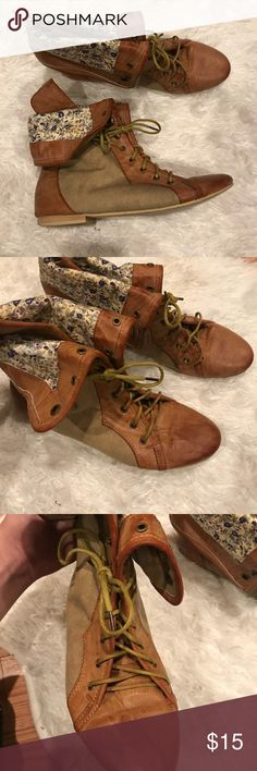Forever 21 Brown and Floral Fold Over Boots Really good condition! Aged like floral and brown boots with tan accents. Wear the all the way up and laced up or fold them over. Perfect boot to pair with jeans or a nice skirt! Size: 8. Make an offer 🌟 Forever 21 Shoes Combat & Moto Boots