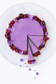 Blackberry Buttermilk Mousse Cake by Maja Vase Fancy Desserts, Köstliche Desserts, Delicious Desserts, Sweet Recipes, Cake Recipes, Dessert Recipes, Beautiful Cakes, Amazing Cakes, Decoration Patisserie