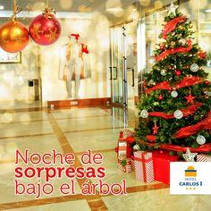 Desde el Hotel Carlos I con nuestro árbol de Navidad y nuestro Carlos I de fondo con atuendo navideño, te deseamos una feliz #NochedeReyes 🎉