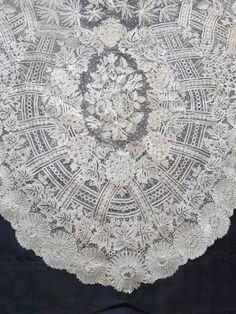 Buyer & Seller of Antique Lace, Fine Linens, Vintage Clothing, Haute Couture, Textiles, Fans: Antique Lace: Veils/Shawls