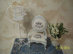 1/12 Maison de poupées  Dolls house Shabby chic Victorian chair with mat and ca