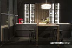 L'eleganza del vetro unita al calore del legno danno vita ad una cucina tutta da scoprire. Table, Furniture, Design, Home Decor, Decoration Home, Room Decor, Tables, Home Furnishings