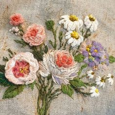 @buni_1226 • Instagram 사진 및 동영상 Learn Embroidery, Crewel Embroidery, Flower Embroidery, Decorative Hand Towels, Embroidered Roses, Textiles, Brazilian Embroidery, Textile Art, Needlework