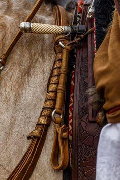 Caronero - foto Daniel Sempé Tack Sets, Knives And Swords, Saddles, Horse Tack, Knife Making, Blacksmithing, Leather Craft, Dna, Horses