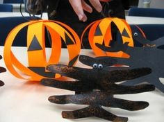 Halloween Crafts by TwinsMom310 Halloween Arts And Crafts, Homemade Halloween Decorations, Theme Halloween, Holidays Halloween, Halloween Kids, Holiday Crafts, Halloween Clothes, Party Crafts, Halloween Images