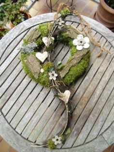 Bildergebnis für tischkranz frühling - Another! Xmas Wreaths, Easter Wreaths, Door Wreaths, Woodland Christmas, Christmas Crafts, Christmas Decorations, Moss Wreath, Diy Wreath, Deco Floral