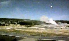+ - Crescem os receios de que um suposto aumento de 'visitações de OVNIs' no Parque Nacional de Yellowstone, nos EUA, poderia ser um sinal de alerta que o enorme vulcão esteja próximo de sua erupção. Estudiosos de OVNIs têm por muito tempo alegado que os discos voadores aparecem antes e depois de erupções, e …