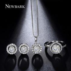Gold Jewelry Simple, Delicate Jewelry, Stylish Jewelry, Jewelry Sets, Women Jewelry, Diamond Earrings Indian, Diamond Necklace Set, Diamond Pendant, Diamond Jewelry