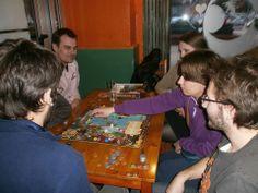 """Partida de 21 Mutinies Arrr! Edition en el bar de juegos, """"Bruixes i Fades"""" (Valencia) / 21 Mutinies Arrr! Edition game in the gamer pub, """"Bruixes i Fades"""" (""""Witches and Fairies"""", Valencia)."""