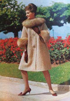 Items similar to Knitting Patterns, Vintage PDF Pattern Women's Sweater Coat on Etsy Vogue Patterns, Coat Patterns, Knitting Patterns, Pdf Patterns, Retro Outfits, Vintage Outfits, Vintage Fashion, Vintage Knitting, Vintage Crochet