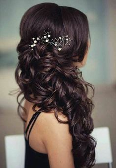 pearl hair ▷ 1001 + ideas for beautiful hairstyles + DIY instructions long black curly hair, pearl hair accessory, short prom hairstyles, woman wearing a black top Open Hairstyles, Prom Hairstyles For Short Hair, Braided Hairstyles, Beautiful Hairstyles, Black Hairstyles, Romantic Hairstyles, Fashion Hairstyles, Easy Hairstyle, African Hairstyles