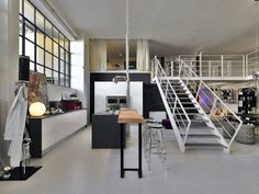 Love the open floor plan of this loft. Great contrast with the black wall. The bar integrates really well.