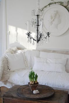 If i owned no doggies and had No plans on having lots of beautiful babies...i would have so much white furniture.... <3