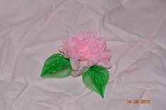 Choose the ideal gift for your little girl Chrysanthemum, Disney Hair, Clips, Girls Hair Accessories, Disney Frozen, Little Girls, Pink, Bouquet, Anniversary