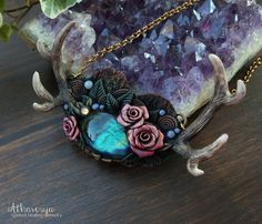 Collana con Labradorite Corna di Cervo Rose OOAK di Atharesya