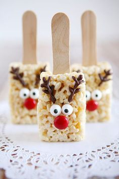 Holidays: Reindeer Rice Krispies - the cutest treat you will see all Christmas season. Make this recipe and deliver them to family and friends! (christmas desserts for kids to make rice krispies) Christmas Deserts, Christmas Party Food, Xmas Food, Christmas Cooking, Christmas Goodies, Holiday Desserts, Holiday Baking, Holiday Treats, Holiday Recipes