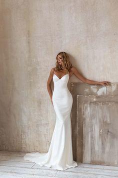 Wedding Dresses For Kids, Wedding Dress Trends, Dream Wedding Dresses, Perfect Wedding Dress, Wedding Gowns, Simple Bridal Dresses, Wedding Ideas, White Engagement Dresses, Simple White Dress