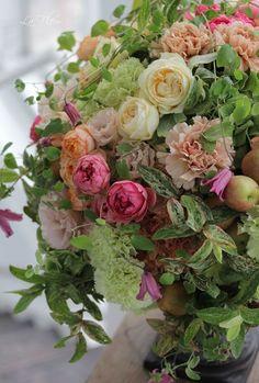 love this- sage, bupleurem, roses,poppy, carnation, hydrangea, appple