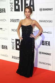 Alicia Vikander en slip dress Louis Vuitton aux Moet British Independent Film Awards, le 6 décembre 2015 à Londres