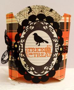 Halloween Trick or Treat Holder using French fry box Up Halloween, Halloween Cards, Halloween Decorations, Halloween Projects, 3d Projects, Halloween Treats, Halloween Treat Holders, Holiday Candy, Holiday 2014