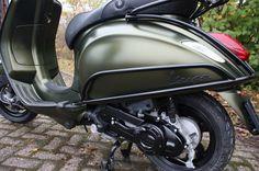 Unique Rides Vespa Primavera - Vipscooters.nl Vespa Primavera Mat Groen Vespa Mat Groen