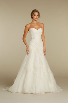 Lush layered wedding dress (Alvina Valenta)