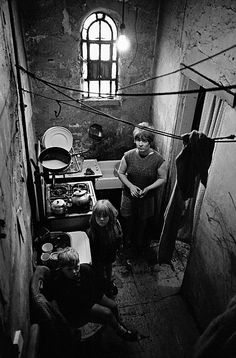 Nick Hedges's photographs of Britain's slums show the OTHER side of the London History, British History, Tudor History, Asian History, History Photos, History Facts, Vintage Dior, Vintage Versace, Vintage Vogue