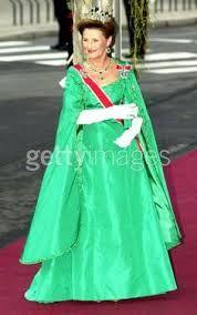 08-25-01 Queen Sonja attending Prince Haakon & Mette-Marit's wedding