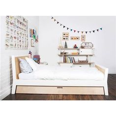 Very cool bed - nice design and trundle! Oeuf Sparrow Twin Bed with Optional Trundle Modern Kids Beds, Modern Kids Furniture, Modern Bunk Beds, Cool Bunk Beds, Kids Bunk Beds, Furniture Design, Loft Beds, Beds For Small Spaces, Tiny Spaces