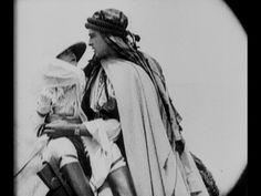"""Rudolf Valentino and forgotten Siwek. Koń Rudolfa Valentino, na którym przed laty gwiazdor filmu amerykańskiego wystąpił w filmie """"Szejk"""", spędza schyłek swego żywota w zaprzęgu, rozwożąc towary w Nowym Jorku.[video] (REPOZYTORIUM CYFROWE FILMOTEKI NARODOWEJ) #repozytoriumcyfrowe, #valentino, #rudolfvalentino, #silentcinema"""