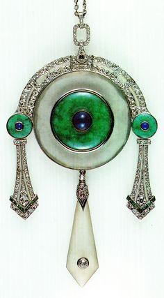 Georges Fouquet - Art Deco pendant Set with rock crystal, jade, lapis lazuli, emeralds and diamonds. Anel Art Deco, Art Deco Schmuck, Bijoux Art Nouveau, Art Nouveau Jewelry, Art Deco Ring, Jewelry Art, Antique Jewelry, Vintage Jewelry, Jewelry Design