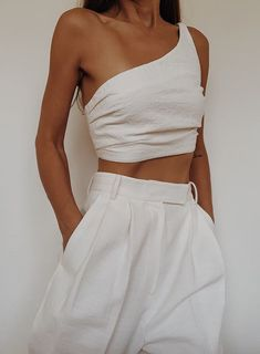 summer outfits women casual fashion ideas simple, vacation outfits beach what to wear, cute vacation outfits beach womens fashion clothes chic Cropped Looks Chic, Looks Style, Form Style, Outfit Pinterest, Pinterest Fashion, Look Fashion, Fashion Tips, Fashion Trends, Fashion Ideas