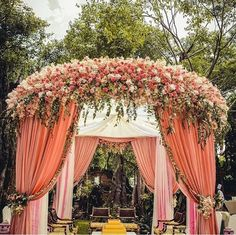Traditional or contemporary, Indian weddings are never complete without the lavish use of flowers. Here are some ideas to beautify your wedding mandap decoration with flowers while keeping your budget, colour palette and style in check. Desi Wedding Decor, Indian Wedding Receptions, Wedding Stage Design, Wedding Hall Decorations, Wedding Entrance, Wedding Mandap, Marriage Decoration, Sikh Wedding, Farm Wedding