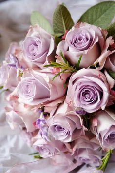 Lilac-rose-bouquet-detail
