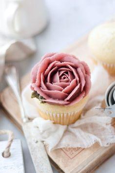 Cupcake With Bean Paste Frosting Korean Dessert, Food Photography Tips, Bean Paste, Vegan Butter, White Beans, 3 Ingredients, Cupcake Recipes, New Recipes, Korean Recipes