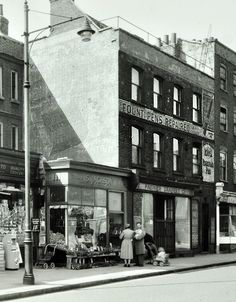 Stoke Newington Church Street, looking from the north, Hackney 1953 North London, Old London, East London, London Metropolitan, History Of England, Old Pub, Bethnal Green, London History, Old Street