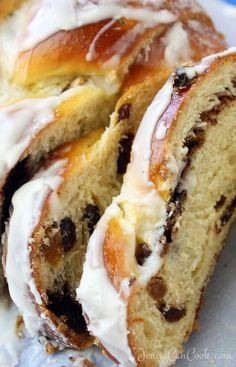 Braided Cinnamon Raisin Bread - Jenny Can Cook Bread Recipes, Cooking Recipes, Easy Cooking, Easy Recipes, Cooking Videos, Healthy Recipes, Pain Aux Raisins, Cinnamon Raisin Bread, Cinnamon Braided Bread Recipe