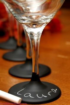 Christmas chalkboard art Wine glass base for drinkers names great #Christmas hostess gift idea! DIY crafts ToniKami ⊱CհαƖҜ ℒЇℕ℮⊰ indulgy.com