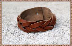 Bracelet artisanal en cuir naturel par KhoutureNaturelle sur Etsy