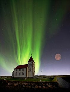 Aurora Borealis with Full Moon...A double treat