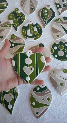 ceramica come mestiere: Decorazioni natalizie in ceramica smaltata.