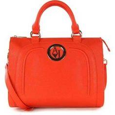 Yine de çanta modelleri arasında bu kışın en trend modeli; el çantaları olarak karşımıza çıkıyor...