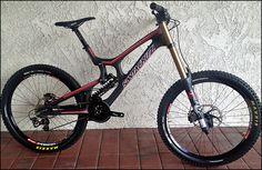 2013 Santa Cruz V10 all Carbon DH Bike
