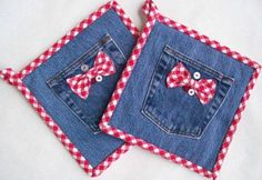 Denim Potholders Denim & Red Gingham Set of Two Buttons I recycled a pair of old jeans into these cute hotpads. The batting is new Insul-Bright needled Wonderful Ways To Repurpose Old Jeans For The Seamstress In You Cleverer Trick zum Ges Jean Crafts, Denim Crafts, Fabric Crafts, Sewing Crafts, Sewing Projects, Quilted Potholders, Denim Ideas, Recycle Jeans, Repurpose