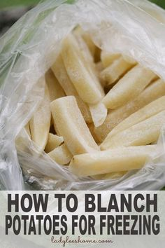 How to blanch potatoes for freezing. A step by step picture tutorial. Blanching potatoes is an important step that will ensure that your potatoes keep their taste and texture longer in the freezer. Freezing Vegetables, Frozen Vegetables, Freezing Potatoes, Can You Freeze Potatoes, Storing Potatoes, Freezing Fruit, Freezer Cooking, No Cook Meals, Cooking Food