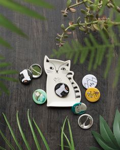 The Danica Studio Cat Trinket Tray is a convenient catchall for keys, loose change and small accessories like rings, necklaces and earrings. Pencil Boxes, Tray Decor, Keys, Jewelry Box, Organize, Necklaces, Change, Ceramics, Cat